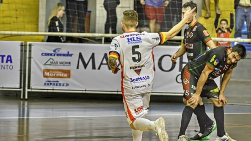 Futsal  Blumenau Futsal domina partida 89474c3bc9a1a