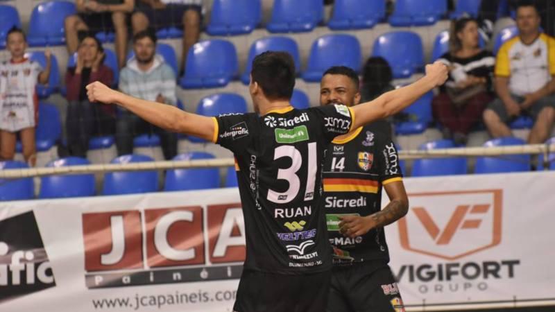 Venda de ingressos para a partida entre Blumenau Futsal e Tubarão inicia  nesta quarta-feira (11) - Radio Web Esportiva 2b29f00b791b4