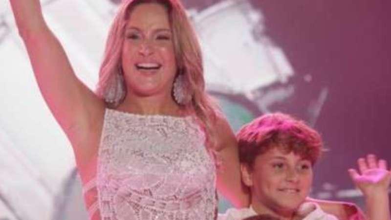 Claudia Leitte dança com filhos em show na Bahia: 'Foi demais'.